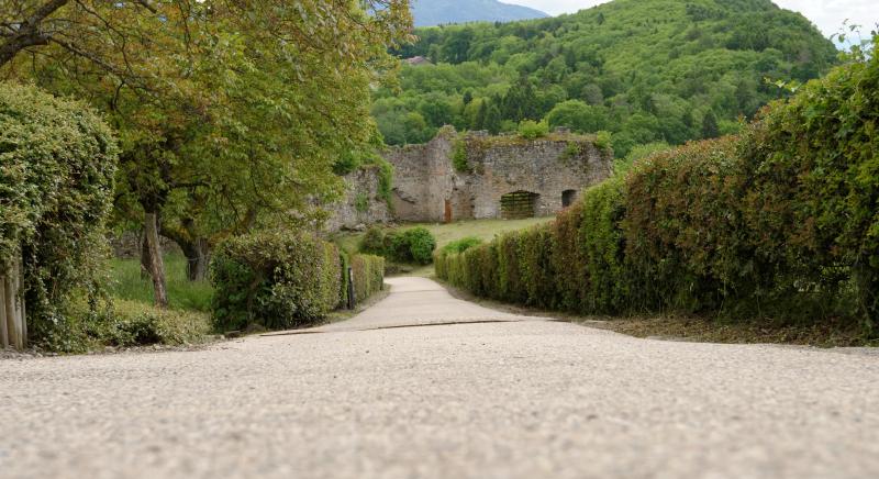 Photo vue d'en haut du chemin d'accès aux Châteaux