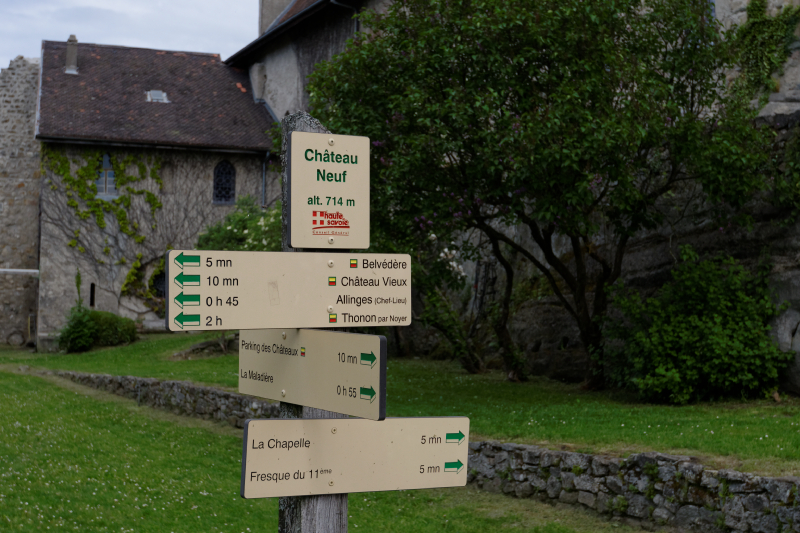 Panneaux indicateur présent sur le site de Châteaux neuf.
