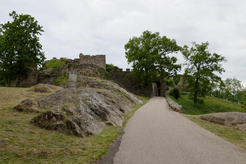 Montée d'accès au site historique des Châteaux