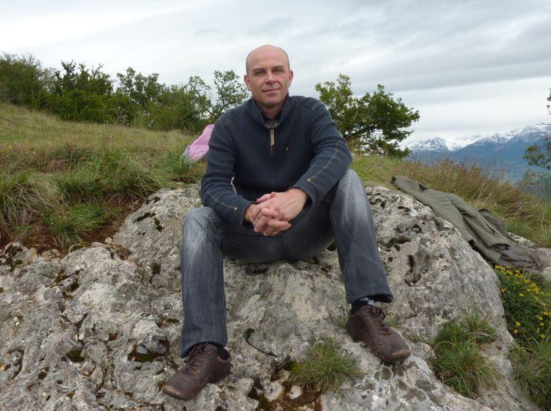 Photgraphie de Ivan Totoche qui est un artiste peintre compositeur membre du CLALS